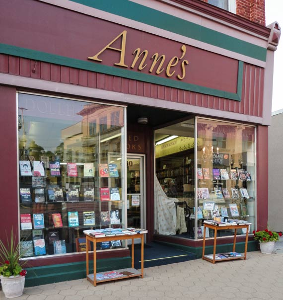 annes_book_store_manistee_michigan_1